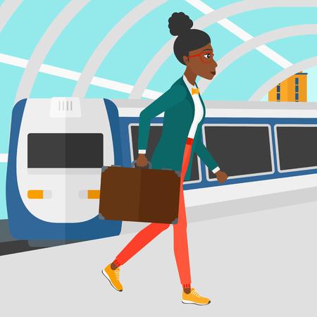 Una mujer afroamericana caminando en la plataforma en el fondo del moderno tren llegando a la estación de ilustración vectorial diseño plano. de planta cuadrada.
