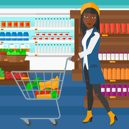 Una mujer afroamericana empujando un carrito de supermercado con algunos bienes en ella en el fondo de los estantes del supermercado con productos vector Ilustración diseño plano. de planta cuadrada.