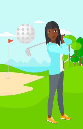 pelota caricatura: Una mujer afroamericana que golpea la pelota en el campo de golf ilustraci�n vectorial dise�o plano. disposici�n vertical.