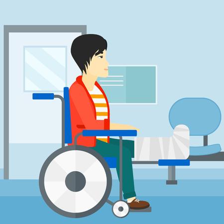persona en silla de ruedas: Un hombre asiático con la pierna rota sentado en la silla de ruedas en un fondo del pasillo del hospital ilustración vectorial diseño plano. de planta cuadrada.