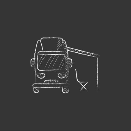 Autocaravana con tienda. Dibujado a mano en tiza vector icono aislado para web, móvil e infografía. Foto de archivo - 55085711