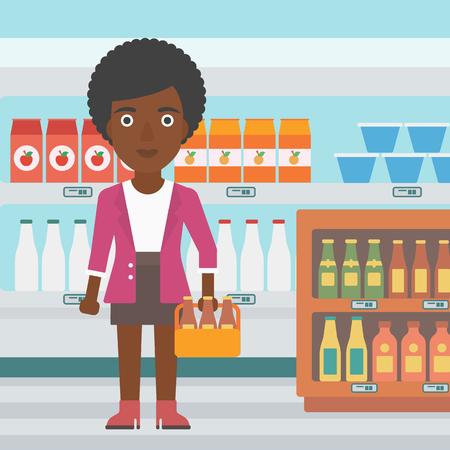 mujer en el supermercado: Una mujer afroamericana de pie en el supermercado y que sostiene un paquete de vectores de cerveza ilustración de diseño plano. de planta cuadrada.