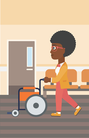 Een Afro-Amerikaanse vrouw duwen lege rolstoel op de achtergrond van het ziekenhuis gang. Vector platte ontwerp illustratie. Verticale lay-out.