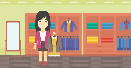 Una giovane donna asiatica in possesso di appendiabiti con abito e giacca. Donna che sceglie vestito al negozio di abbigliamento. Assistente giacca tuta offerta e vestito. Vector design piatto illustrazione. layout orizzontale. Vettoriali