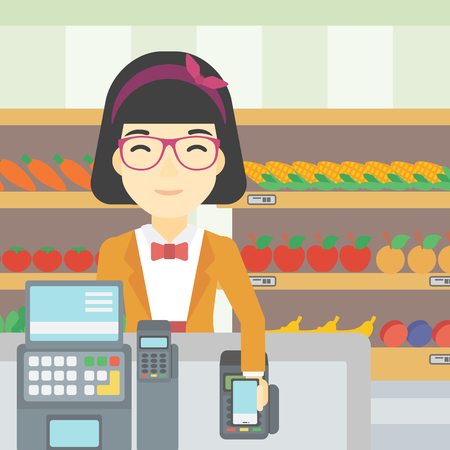 mujer en el supermercado: Una mujer joven asiática pagar inalámbrica con el teléfono inteligente en la caja del supermercado. Mujer de realización de pagos del cliente para la compra con el teléfono inteligente. Vector de diseño plano ilustración. de planta cuadrada.