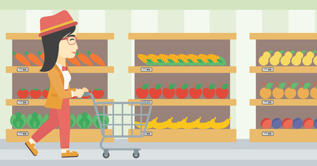 mujer en el supermercado: Una mujer joven asiática que empuja carrito de supermercado vacío. Mujer de compras en el supermercado con el carro. Mujer que recorre con la carretilla en el pasillo en el supermercado. Vector de diseño plano ilustración. disposición horizontal.