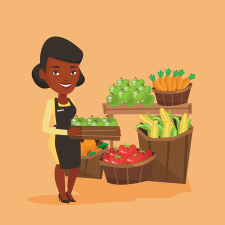 mujer en el supermercado: Trabajador de supermercado con caja llena de manzanas. Vectores