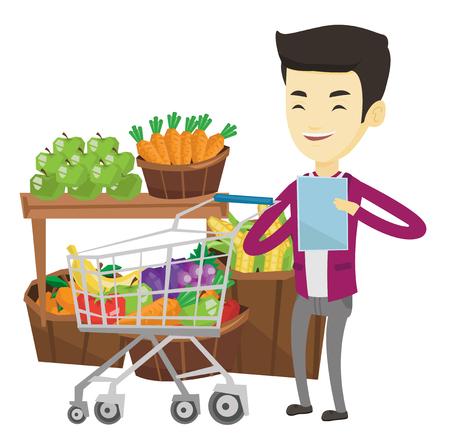 若い男性が買い物リストをチェックします。笑みを浮かべて男製品トロリー近くショッピング リストを保持します。幸せな男でショッピング リスト