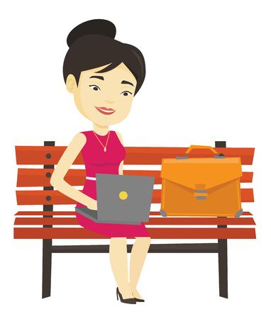Femme d'affaires travaillant sur ordinateur portable en plein air. Banque d'images - 76267913