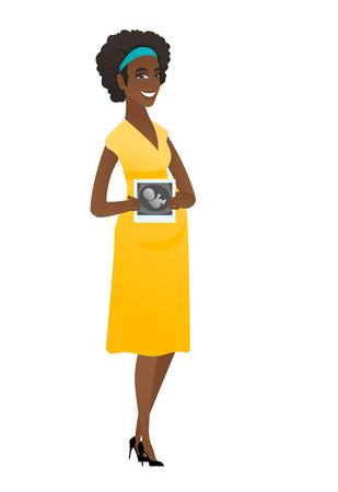 Mujer africana embarazada que muestra la exploración del ultrasonido.