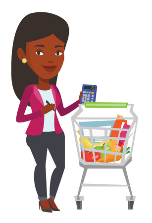 mujer en el supermercado: Young woman standing near supermarket trolley with calculator in hand. Woman checking prices on calculator. Woman counting on calculator. Vector flat design illustration isolated on white background. Vectores
