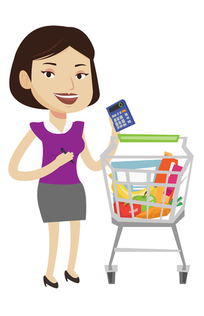 mujer en el supermercado: Woman standing near supermarket trolley with calculator in hand. Woman checking prices on calculator. Customer counting on calculator. Vector flat design illustration isolated on white background.