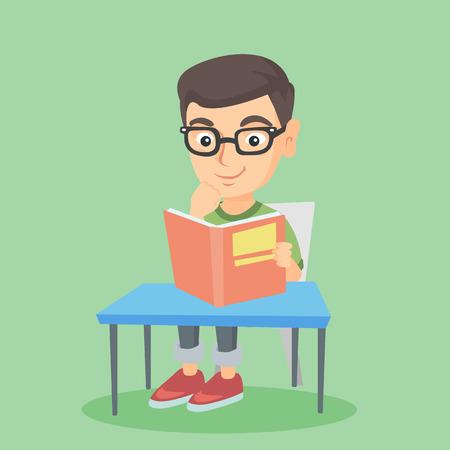 Jonge Kaukasische glimlachende student in glazen die bij de lijst zitten en een boek in handen houden. Glimlachende student die een boek leest en examen voorbereidt. Vector schets cartoon illustratie. Vierkante lay-out.