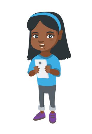 Afrikanisches Mädchen, das Smartphone verwendet. Kleines Mädchen mit Smartphone. Mädchen gewöhnt zu ihrem Smartphone. Lächelndes Mädchen, das Spiel am Handy spielt. Vektorskizzen-Karikaturillustration lokalisiert auf weißem Hintergrund.
