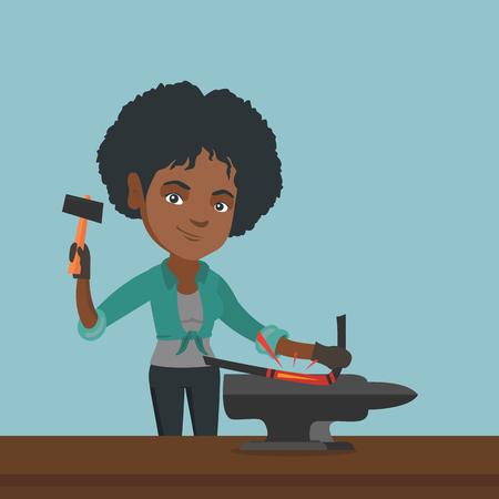 Arbeitenarbeitsmetall des Afroamerikaners mit einem Hammer auf dem Amboss in der Schmiede. Junger weiblicher Schmied, der Metall auf dem Amboss in der Schmiede schmiedet.