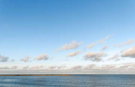 breakwater: Espig�n en el mar B�ltico Foto de archivo