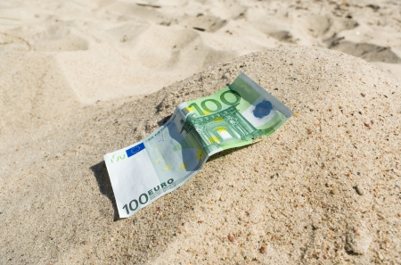 trundle:   Horizontal photo with hundred euro on the sand