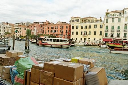 shipload: Gran canal de Venecia en el