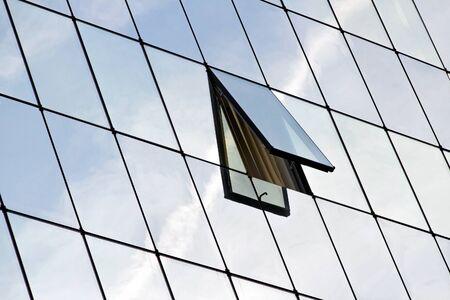 ventana abierta: Gafas de construcción con la ventana abierta.