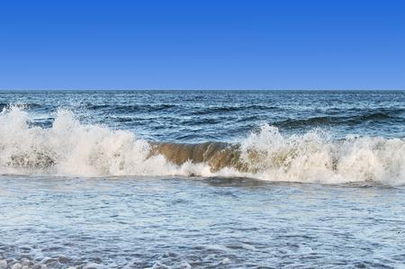 Vue du paysage marin orageux de la mer Baltique. Banque d'images - 56327438