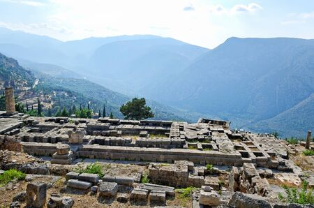 delfi: Ruins of temple Apollo in the archaeological site of Delphi in Greece.