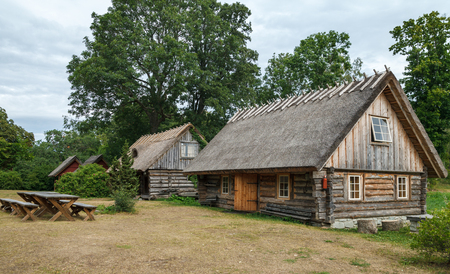 Small wooden cottages with straw roof. Redactioneel