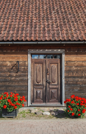 View to the entrance of wooden house on a street. Banque d'images - 120013289