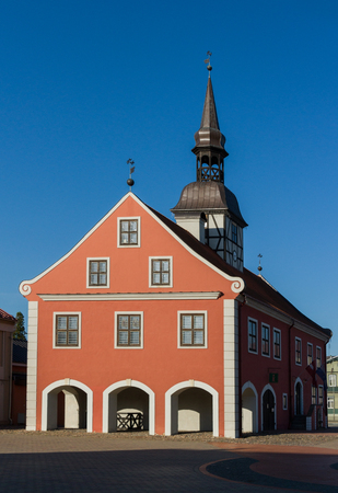 View to the Bauska town hall in historical center. Banque d'images - 120013291