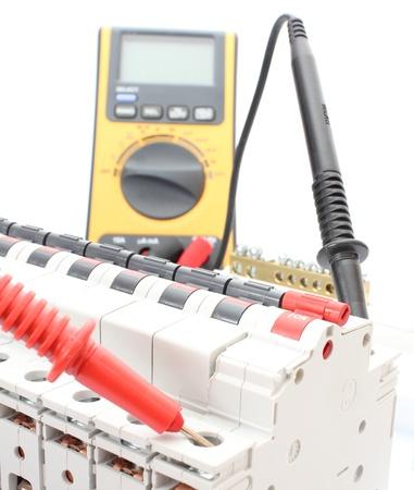 tablero de control: Interruptor el�ctrico en el panel de control con el mult�metro
