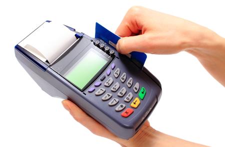 Hand der Frau, die mit Zahlungsterminal, Zahlung mit Kreditkarte, Kreditkartenleser, Finanzkonzept Standard-Bild