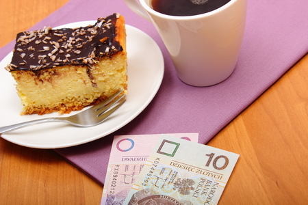gratuity: Paying for food in the cafe or restaurant, cheesecake and coffee, polish currency money, finance concept Stock Photo