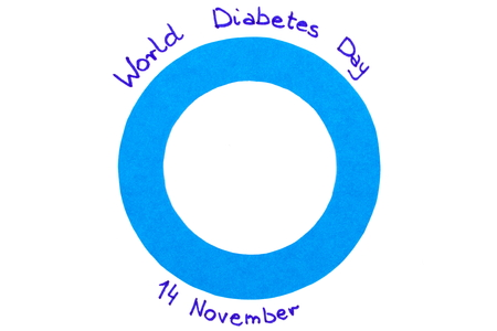 Blue circle of paper and date written on white background, symbol of world diabetes day 版權商用圖片