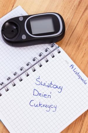diabetes: Contador de la glucosa y la diabetes día polaco mundo inscripción escrita en el cuaderno, símbolo de la diabetes y la lucha contra la diabetes