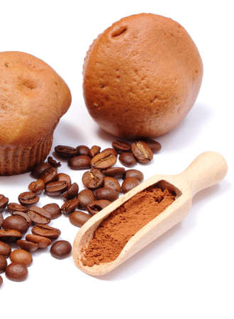 powdery: Fresh baked coffee muffins, coffee grains and powdery cinnamon on wooden spoon. Isolated on white bakcground