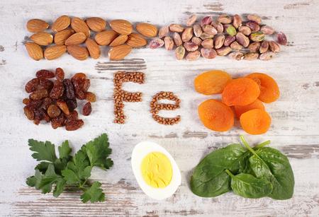 Inscriptie Fe, producten en ingrediënten die ijzer en voedingsvezels, natuurlijke bronnen van Ferrum, gezonde leefstijl en voeding Stockfoto