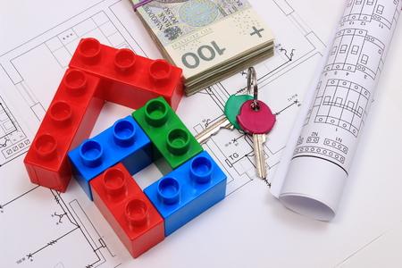 Heap Von Banknoten, Home-Tasten, Kunststoff-Bausteine ??und ...