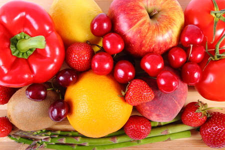 inmunidad: Fresh ripe fruits and vegetables, concept of healthy food, nutrition and strengthening immunity Foto de archivo