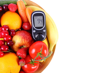 inmunidad: Glucometer with fresh ripe fruits and vegetables, copy space for text, concept of diabetes, healthy food, nutrition and strengthening immunity