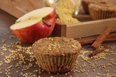 apple cinnamon: Fresh muffin with millet groats, oatmeal flakes, cinnamon and apple baked with wholemeal flour, concept of delicious, healthy dessert or snack