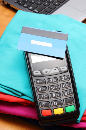 personal identification number: Use payment terminal with contactless credit card with NFC technology for paying for purchases in store, enter personal identification number, finance concept Stock Photo