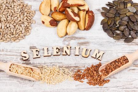 Naturalne składniki lub produkty jako źródło selenu, witamin, minerałów i błonnika pokarmowego, koncepcja zdrowego odżywiania