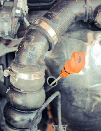 Closeup of oil dipstick in car engine, concept of checking oil level Stockfoto