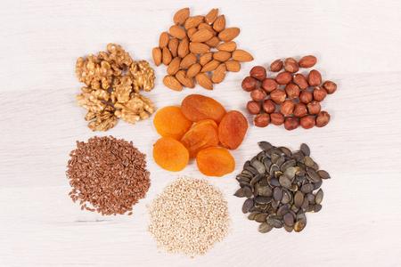 Mangiare sano come fonte naturale di vitamine e minerali, concetto del miglior cibo per la salute del cervello e una buona memoria