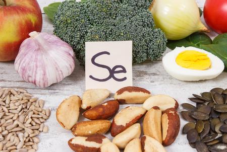 Ingrédients ou produits naturels comme source de sélénium, vitamines, minéraux et fibres alimentaires, concept de nutrition saine Banque d'images