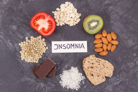 Inscription insomnia with natural food containing melatonin and tryptophan. Best eating for problems with sleep Banque d'images - 131782630