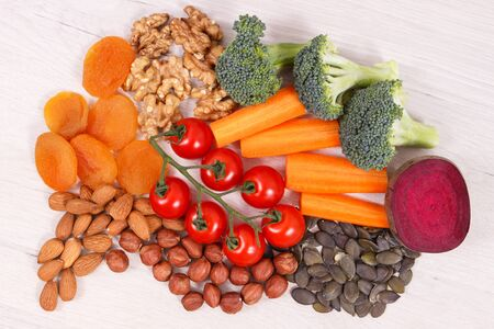 Best nutritious food in shape of brain for health and good memory, concept of healthy eating Stok Fotoğraf - 132080721