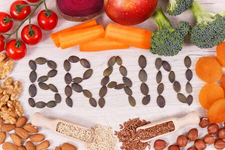 Inscription brain and healthy food for power and good memory, nutritious eating containing natural vitamins and minerals Stok Fotoğraf