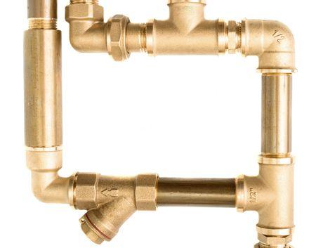 tuberias de agua: Tuber�as de agua de metal, con fondo blanco hasta cerca de