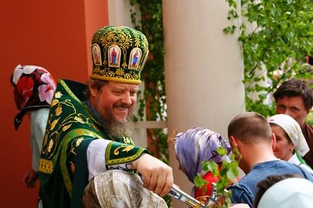 pfingsten: Russland, Moskau - 23 Mai: Orthodoxe Menschen feiern ein Pfingsten Religi�se Prozession zu Ehren des Feiertages eine Dreifaltigkeit Mai 23, 2009 in Moskau, Russland Editorial