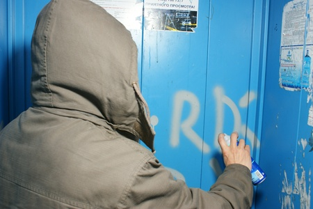 vandal: MOSCOW - MART 12: The vandal paints indecent words in the apartment house lift